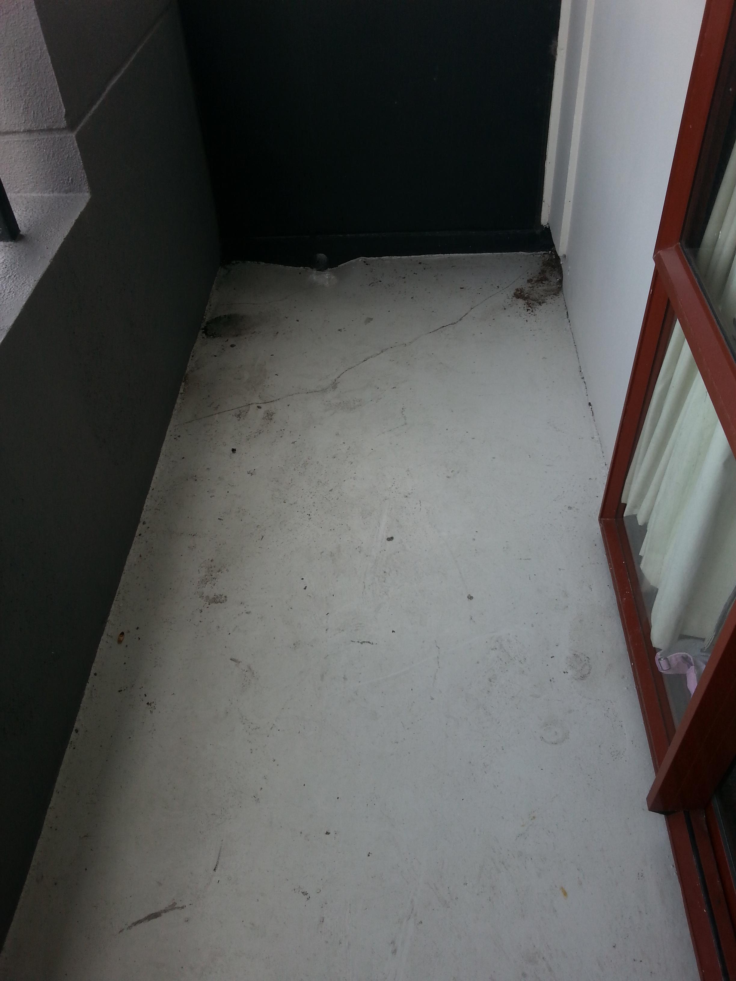 Cracked balconies before Dexx application